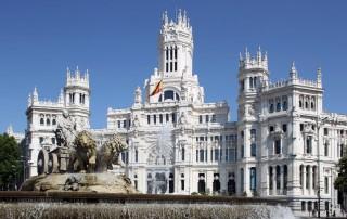 MADRID AYUNTAMIENTO UBICADO EN EL PALACIO DE CIBELES VISTA DEL AYUNTAMIENTO CON LA FUENTE CIBELES EN PRIMER TERMINO